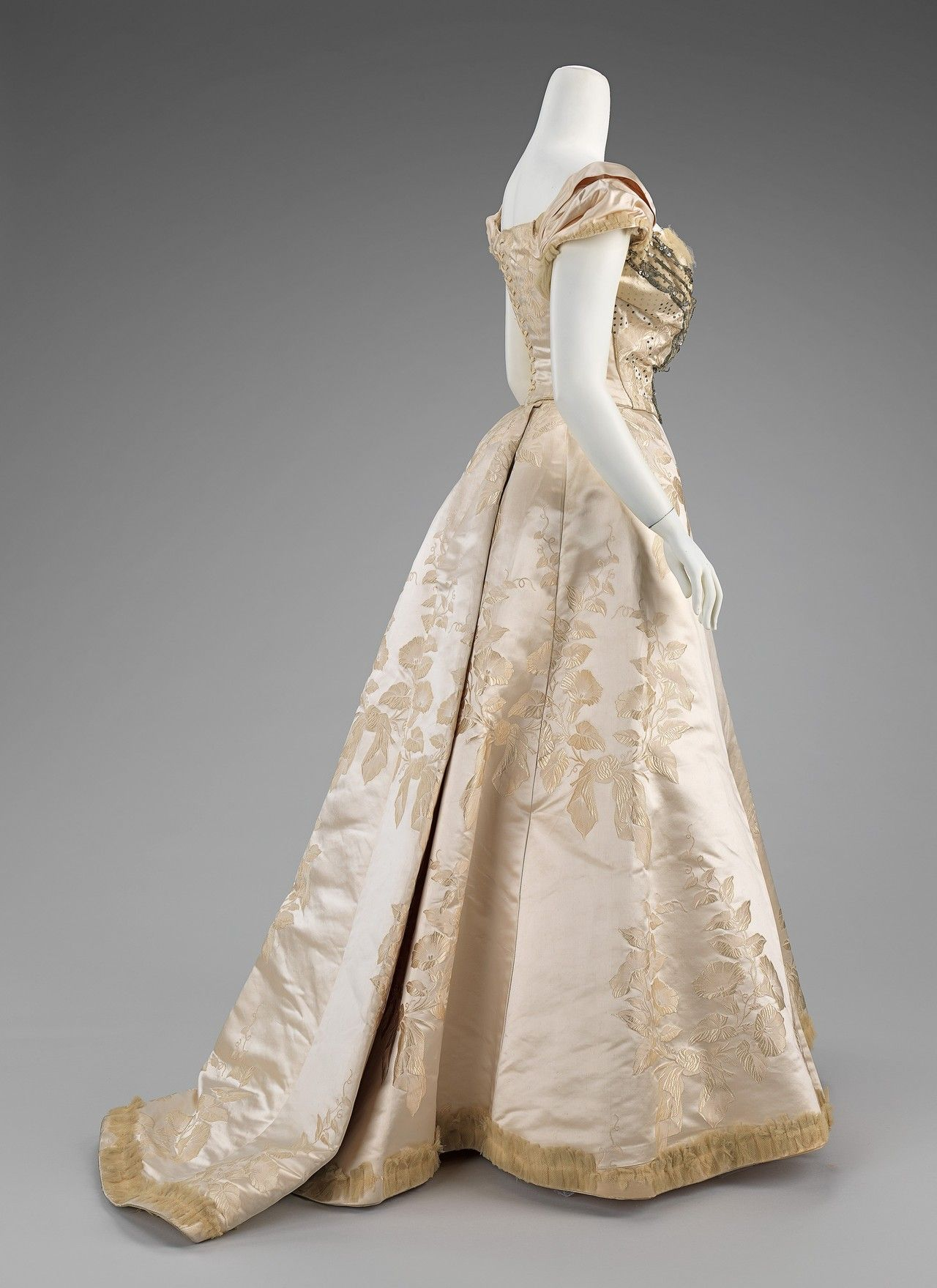 Worth ball gown, 1895-1900 From the Metropolitan Museum of ...