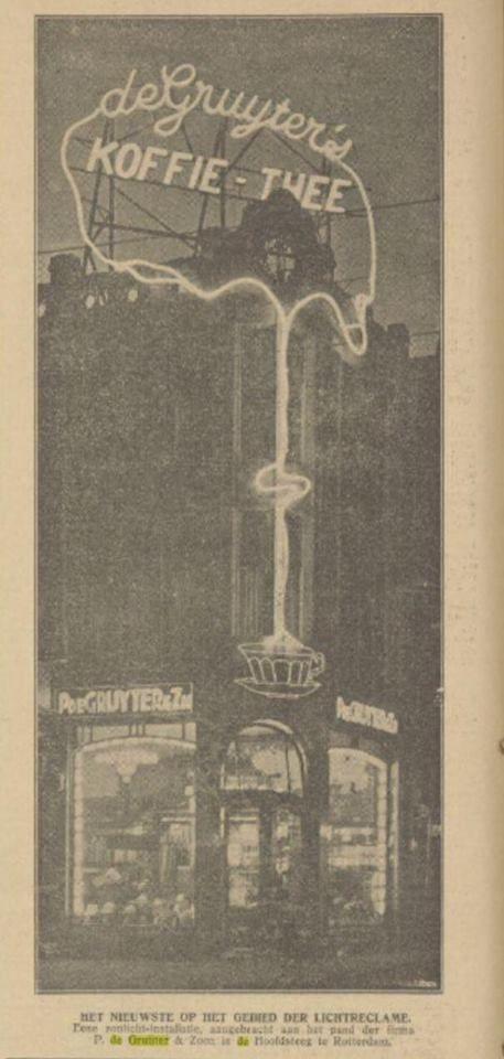 Rotterdam - Hoofdsteeg. Winkelpand 'de Gruyter' met gevel reclame (in neon ). 1927