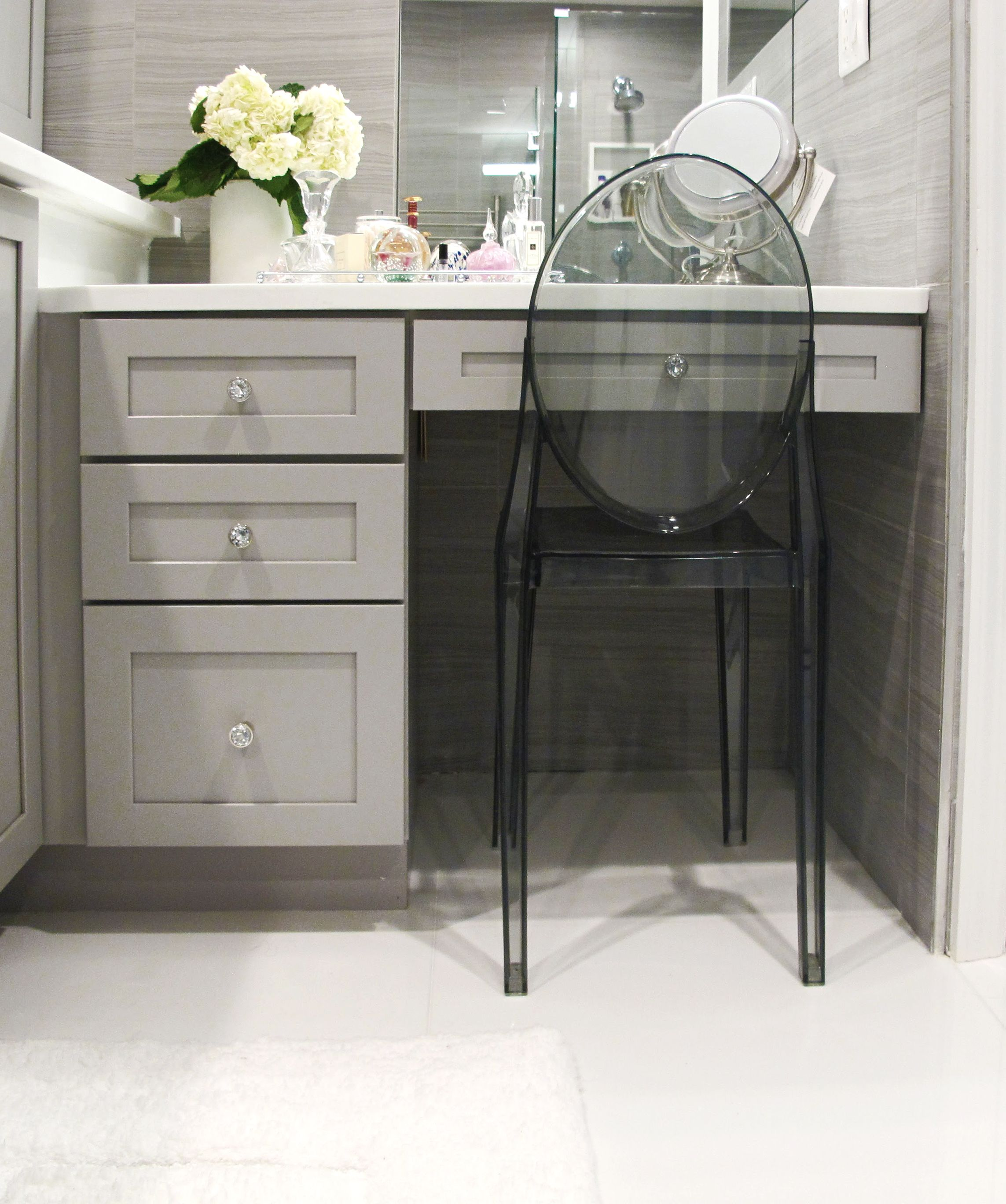 Modern Bathroom Makeup Vanity, Kraftmaid  Bathroom with makeup