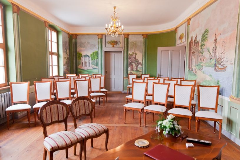 Hochzeitsfotos Im Restaurant Waage Potsdam Mit Brautwagen Hochzeitsfotos Hochzeitsvideos Hochzeitsfilme