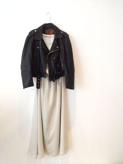 Perfecto Dalva vintage porté avec la jupe longue en soie Dalva paris. Pièces uniques.