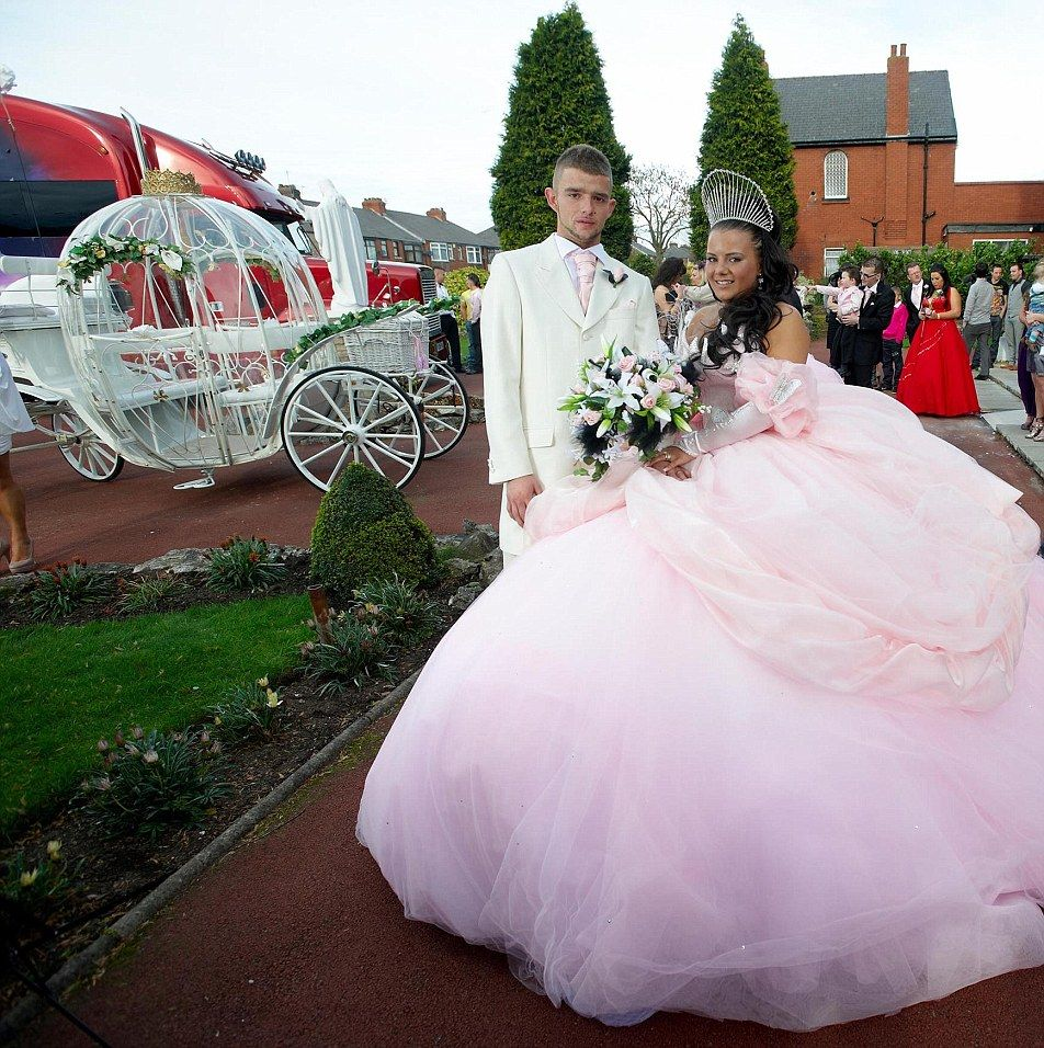 5ft 3in Gypsy Bride Wears A TEN STONE Dress To Walk Down The Aisle