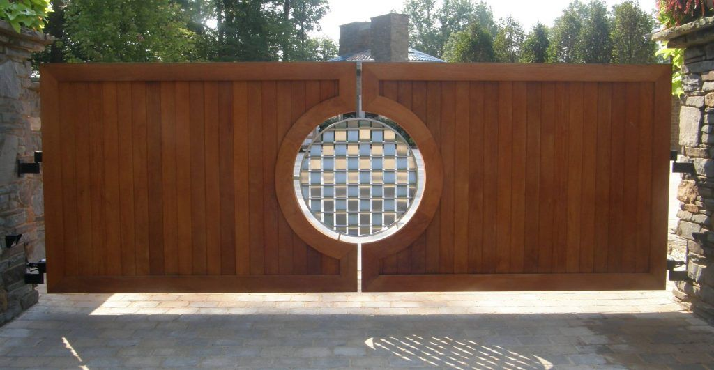 15 Welcome Simple Gate Design For Small House In 2020 Simple Gate Designs Wooden Gates Driveway Front Gate Design