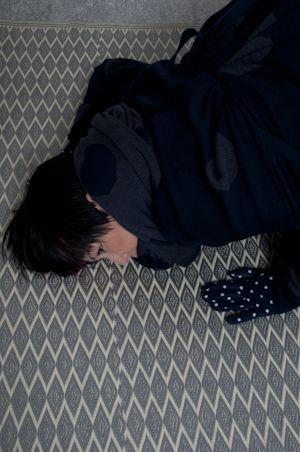 """Satoko Ono indossa  un abito della collezione Autunno Inverno 2013_2014 """"PashumainPoisHumain"""" di Osvaldo Montalbano. Foto Alice Moschin."""