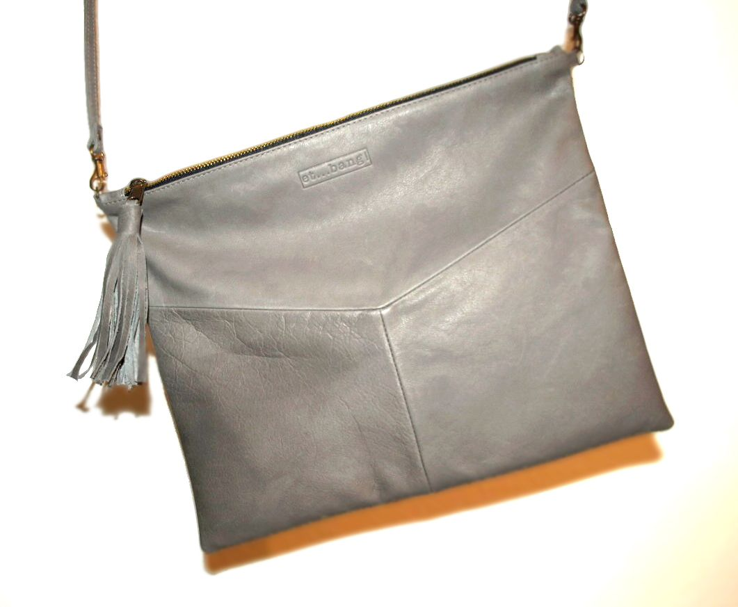 CAPICO clutch in grey leather  www.etbang.com