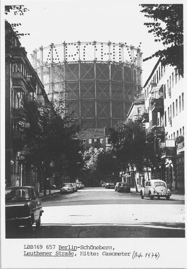 Berlin   Schöneberg. Gasometer auf der Schöneberger Insel ...