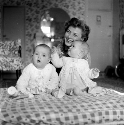 Ingrid Bergman con sus gemelas Isabella Rossellini e isotta/Ingrid Rossellini