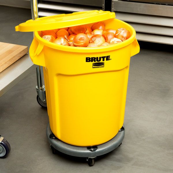 Rubbermaid Brute 20 Gallon Yellow Trash Can With Lid And Dolly In 2020 Trash Containers Heavy Trash Canning Kit