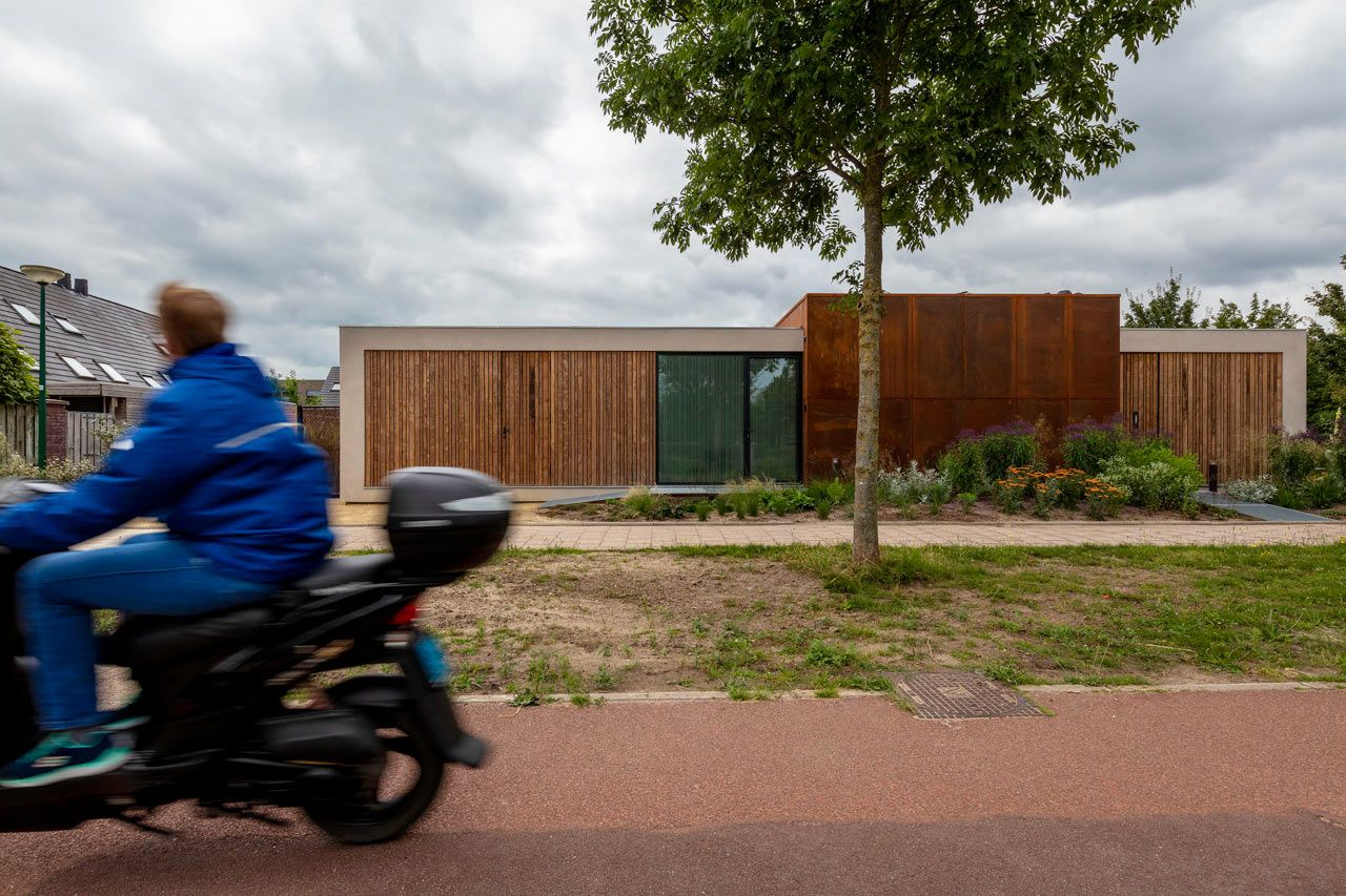A Bungalow in Utrecht That's More Than Energy Neutral - Design Milk