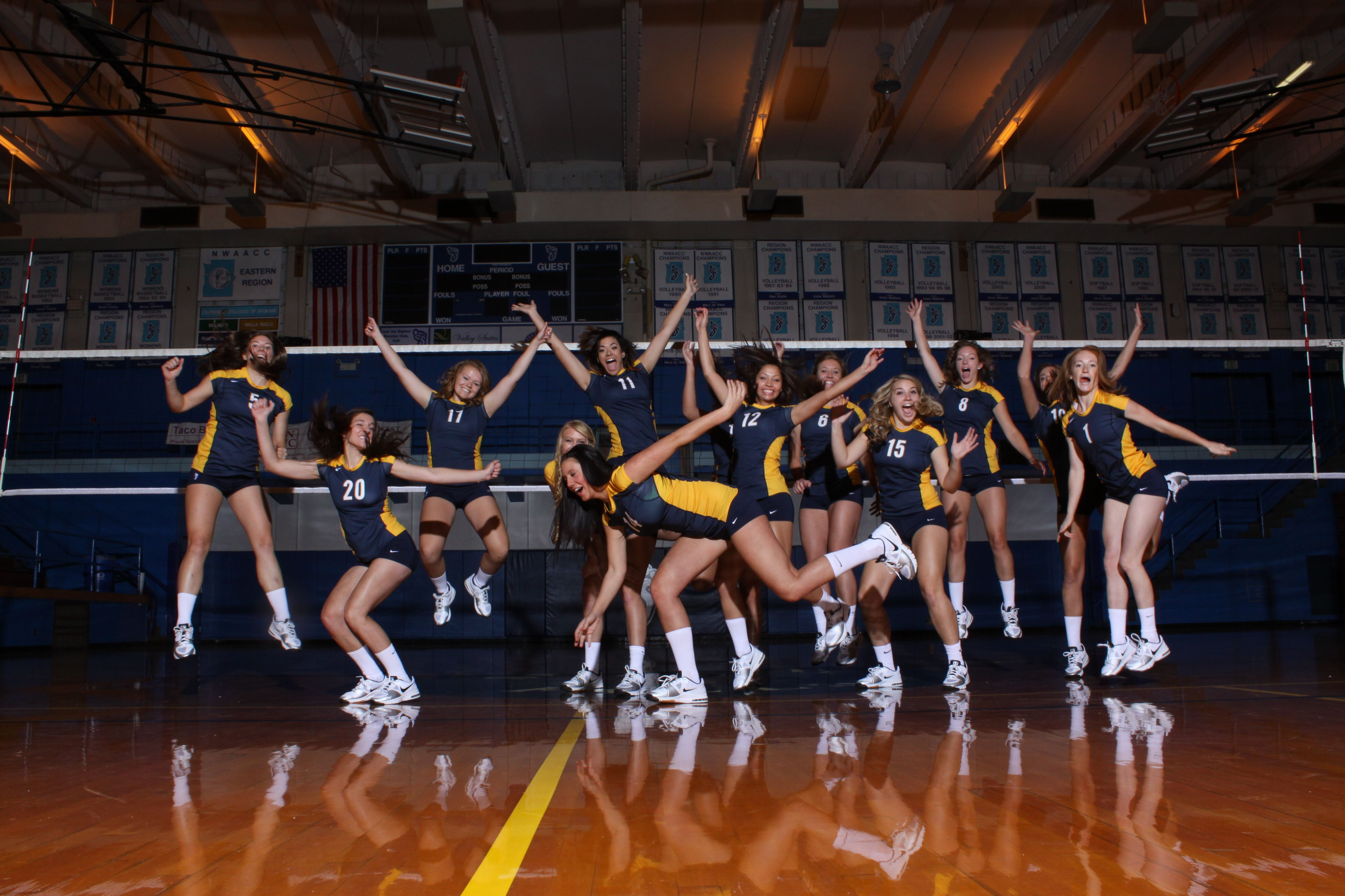 Volleyball Team Pictures For Community Colleges Of Spokane Volleyball Team Pictures Team Pictures Volleyball Team