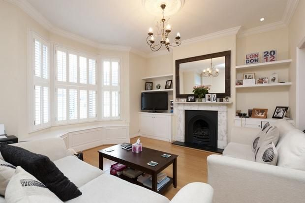 Living Room With Bay Window The Furniture Layout Works With Bay Window And Built Ins Livingroom Layout Bay Window Living Room Cosy Living Room