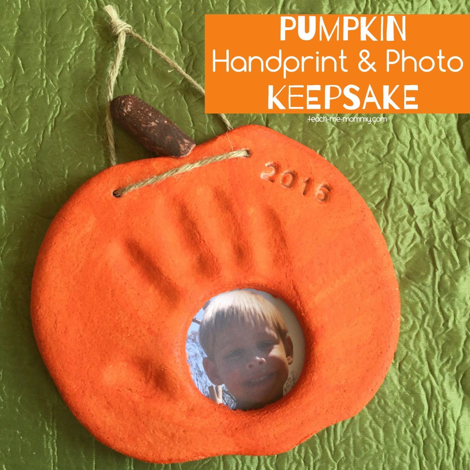 Pumpkin Handprint & Photo Keepsake #halloweencraftsfortoddlers