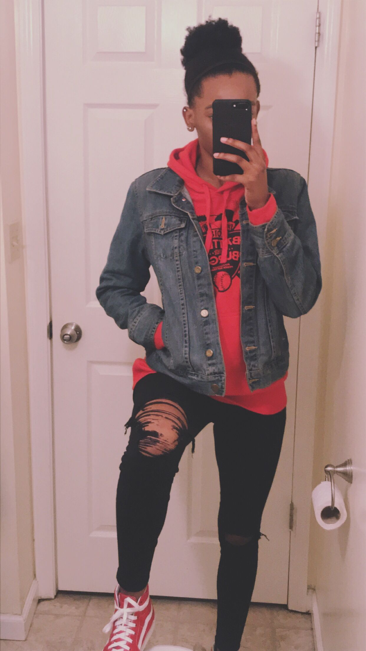 Jean Jacket Over Sweatshirt Black Ripped Jeans And Red High Top Vans Outfit Women Jean Jackets In 2020 High Top Vans Outfit Black Ripped Jeans Ripped Jeans Outfit