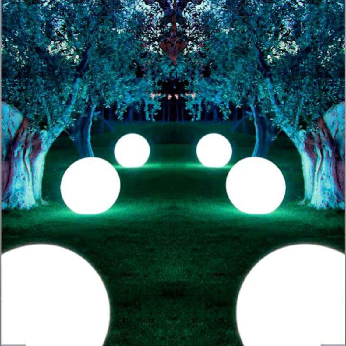 Alquiler de mobiliario para eventos esferas de luz led for Jardines para eventos