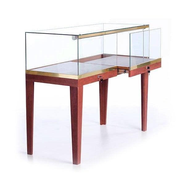 Major Furniture Stores: Frameless Showcase Quarter Vision