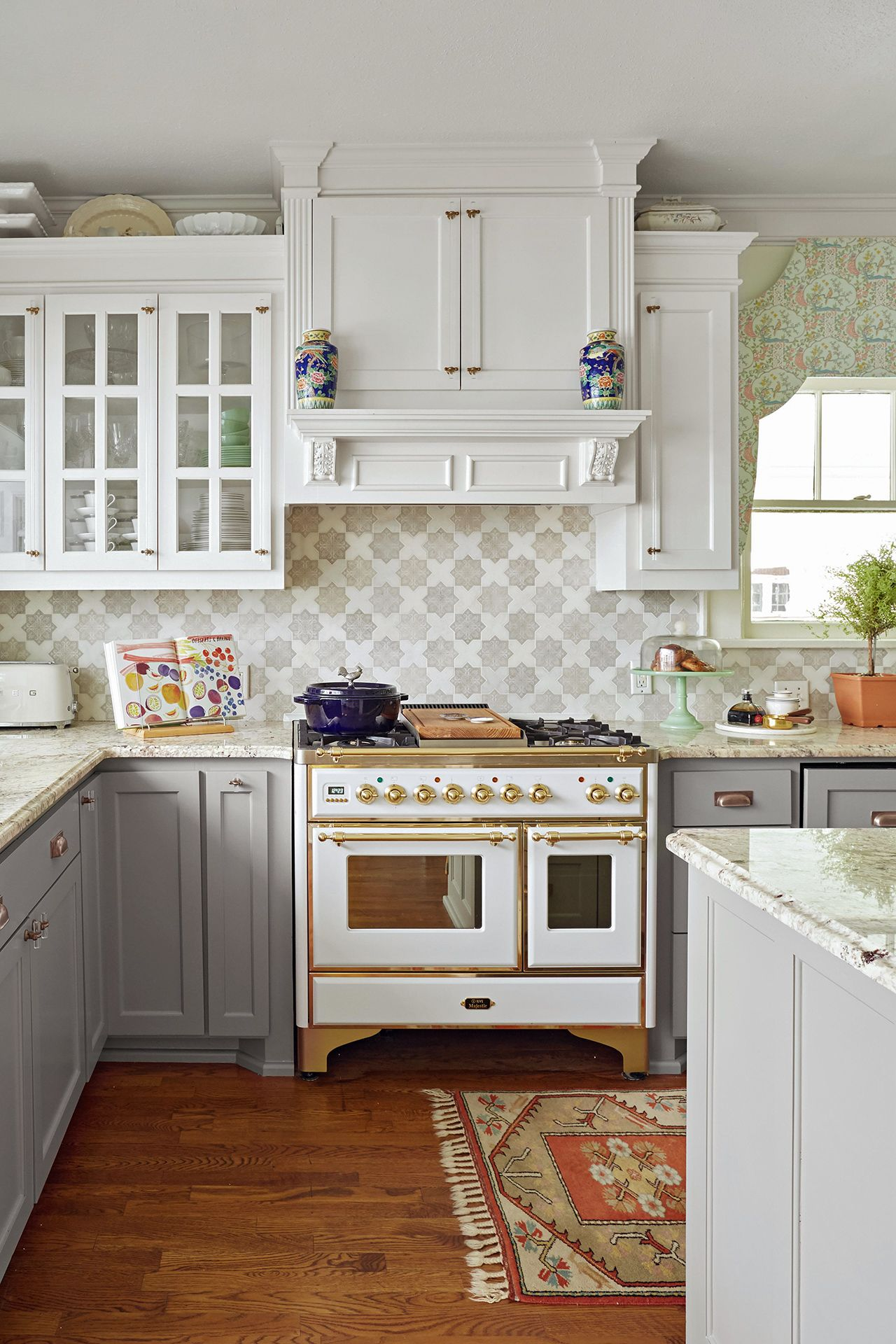 22 Kitchen Cabinetry Trends You Ll Love For Years To Come Country Kitchen Designs Kitchen Design Country Kitchen