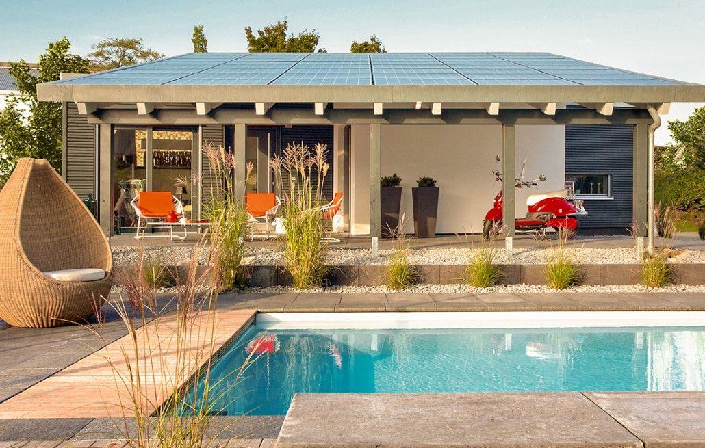 poolhaus modernes umgeben von grasern pool house