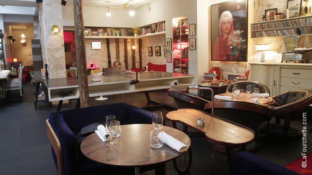 Restaurant Derriere A Paris 3eme Super Eclectic And Funky Restaurant With Great Food Per Sten Interiors Are Apartment Li Le Derriere Restaurant Resto Paris