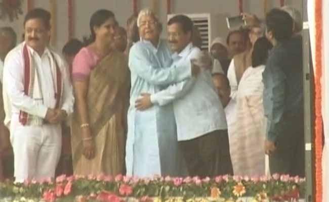 Tejaswi Yadav, Bihar Deputy Chief Minister, Explains Lalu-Kejriwal Hug
