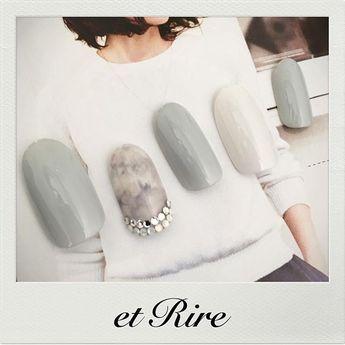 I love this shade of grey, and the nailart, too! ♡