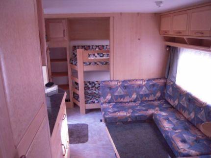 hobby 560 kmfe exclusive incl mover vorzelt in. Black Bedroom Furniture Sets. Home Design Ideas