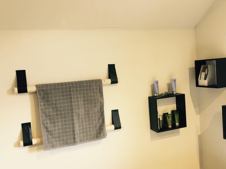Handdoek rek van hout en leer. | handdoekenrek badkamer | Pinterest