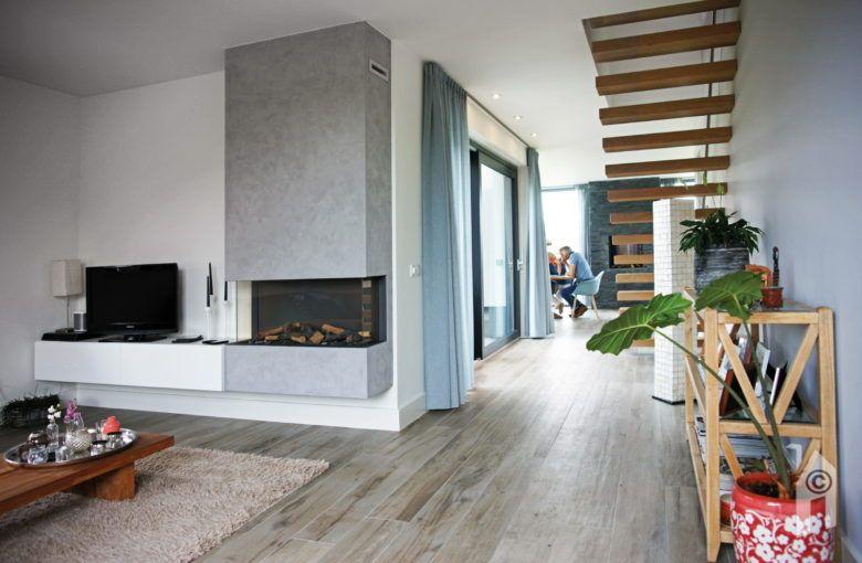 foto de Woonkamer met grijze vloer en inbouwhaard #woonkamer #interieur #grijzevloer Ideeën voor