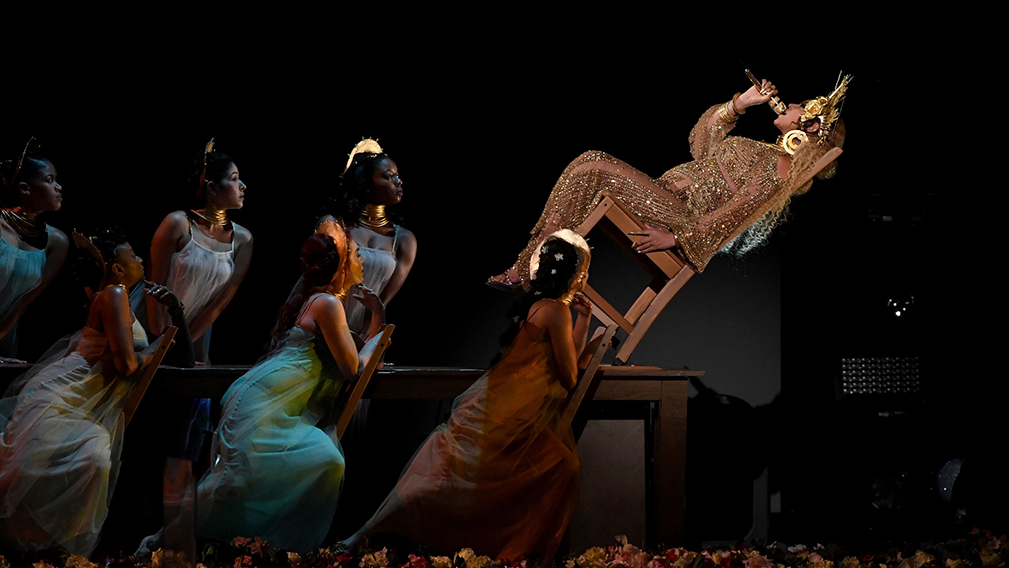 Beyoncé slays yet again — and this time, several month's pregnant. Channeling the Hindu mother goddess, Kali, Beyoncé gave us the ultimate Grammy performance in true Beyoncé fashion. In case …
