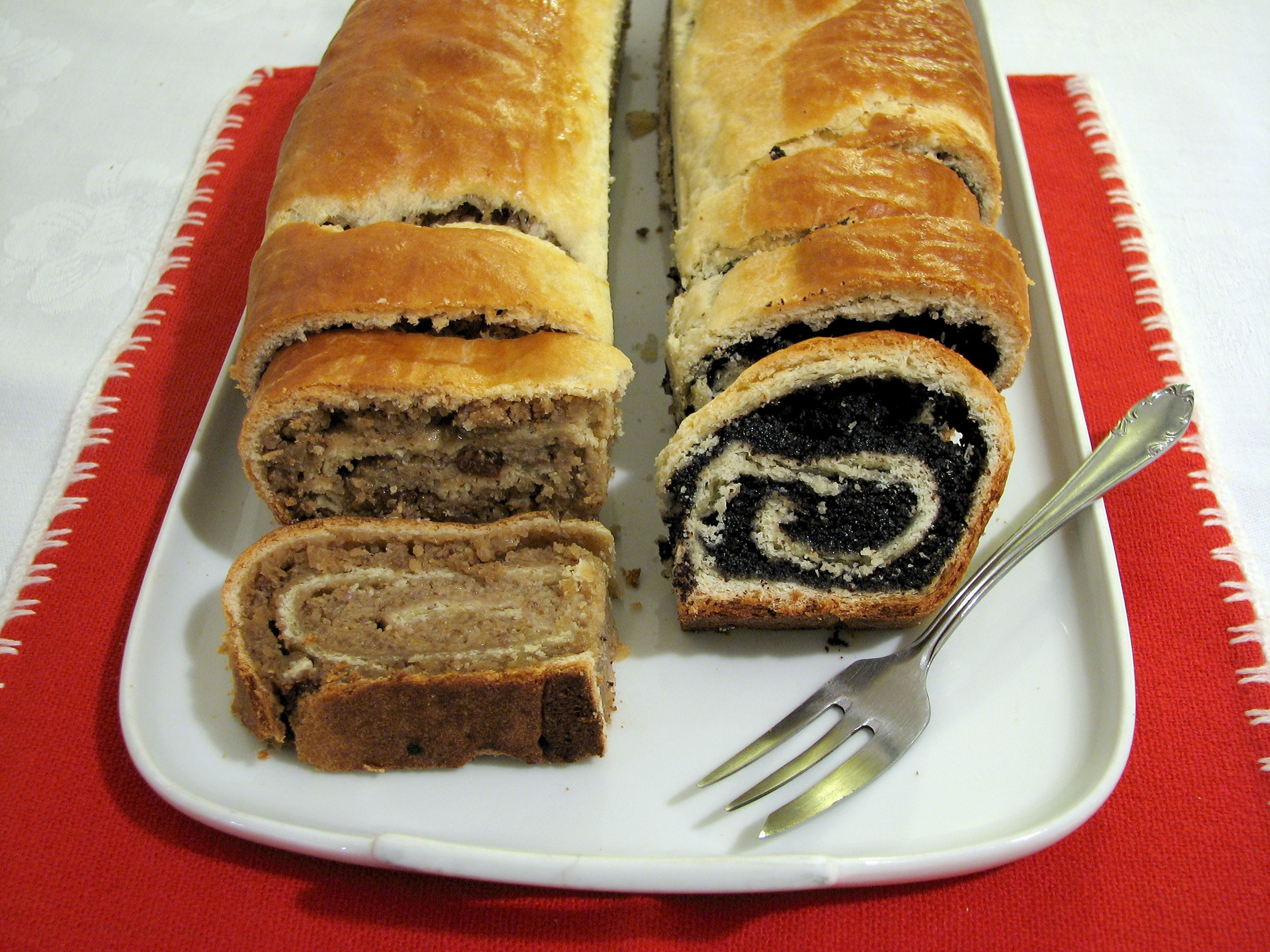 Ungarische Küche Walnut And Poppy Seed Pastry Delicious With Powdered