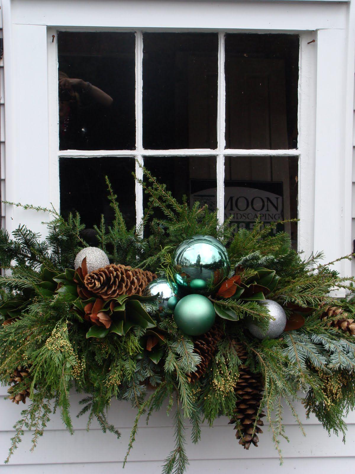 window box arrangement for christmas weihnachten. Black Bedroom Furniture Sets. Home Design Ideas