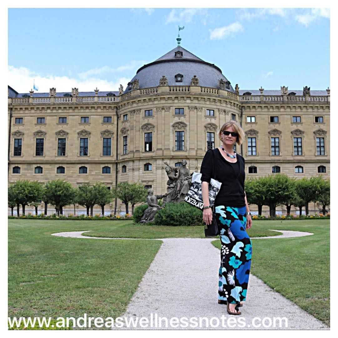 Another travel outfit #traveloutfit #andreastravelwardrobe #travelblogger #travelstyle #travelwardrobe #targetstyle #marimekkofortarget #würzburglieben #residenzwürzburg #würzburgerleben #würzburgresidenz