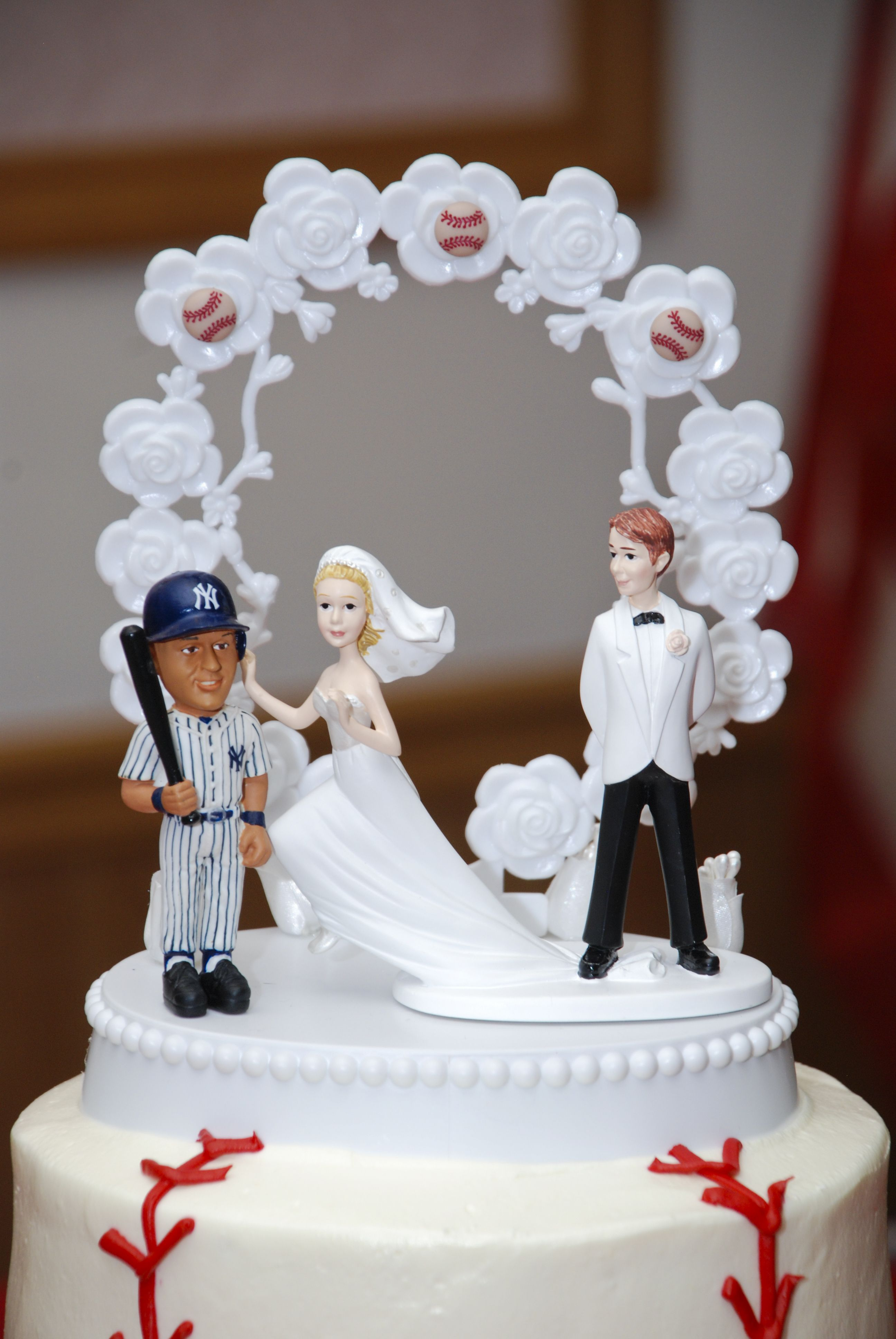 Pin By Bryan Chin On That S How We Roll Baseball Wedding Cakes Baseball Wedding Derek Jeter Yankees