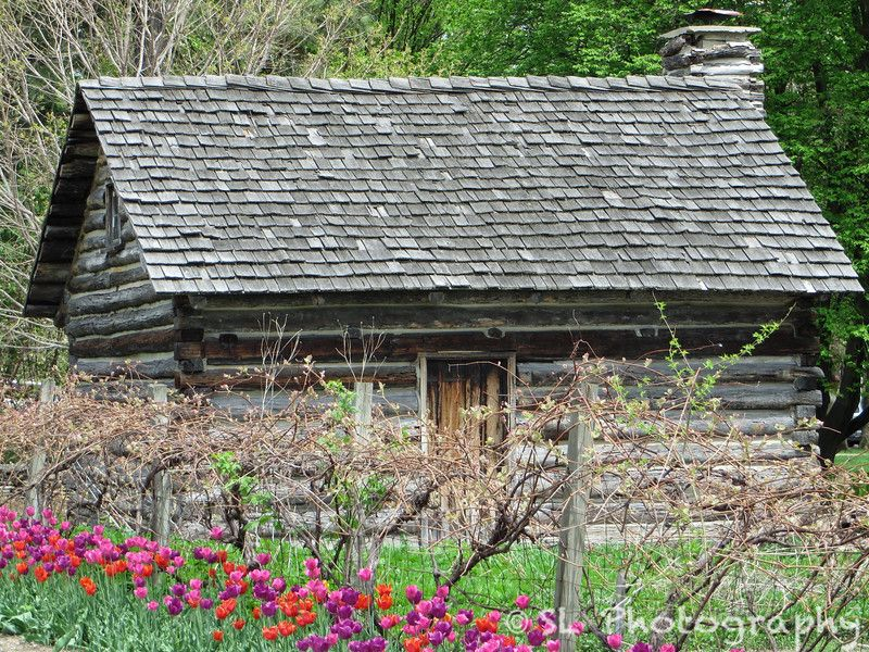 The Historic Navarre Cabin On The Grounds Of The Toledo