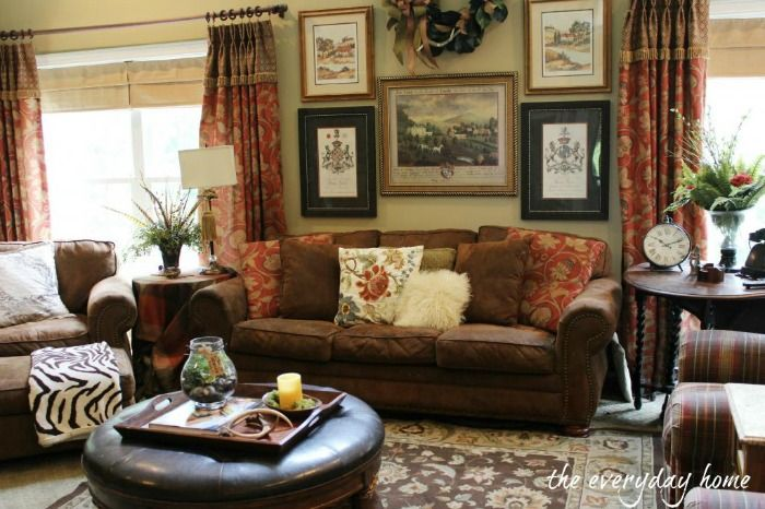 A Southern Home Tour at The Everyday Home Salas / Living Room