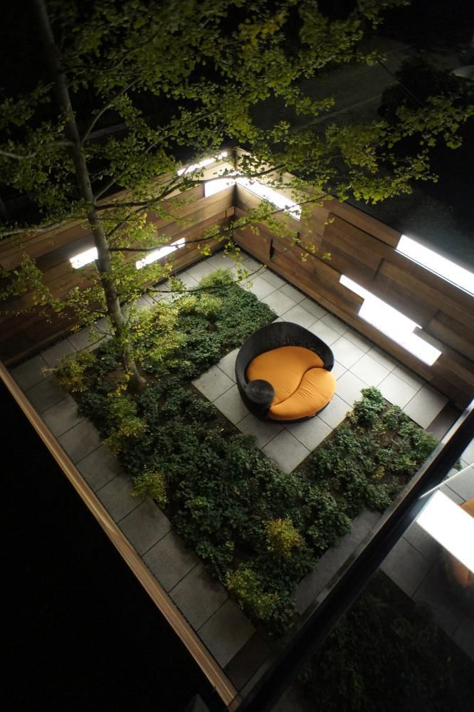 Article source: Ground Inc A project that delights in the textural complexity of simple materials. This design for the garden of a single family residence responds to the challenges of a small urba…