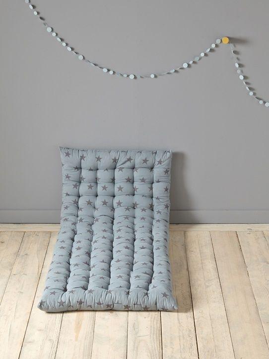 matratze blau carbonschwarze sterne ecru rosa bedruckt gelb gestreift grau wei e sterne wolke. Black Bedroom Furniture Sets. Home Design Ideas