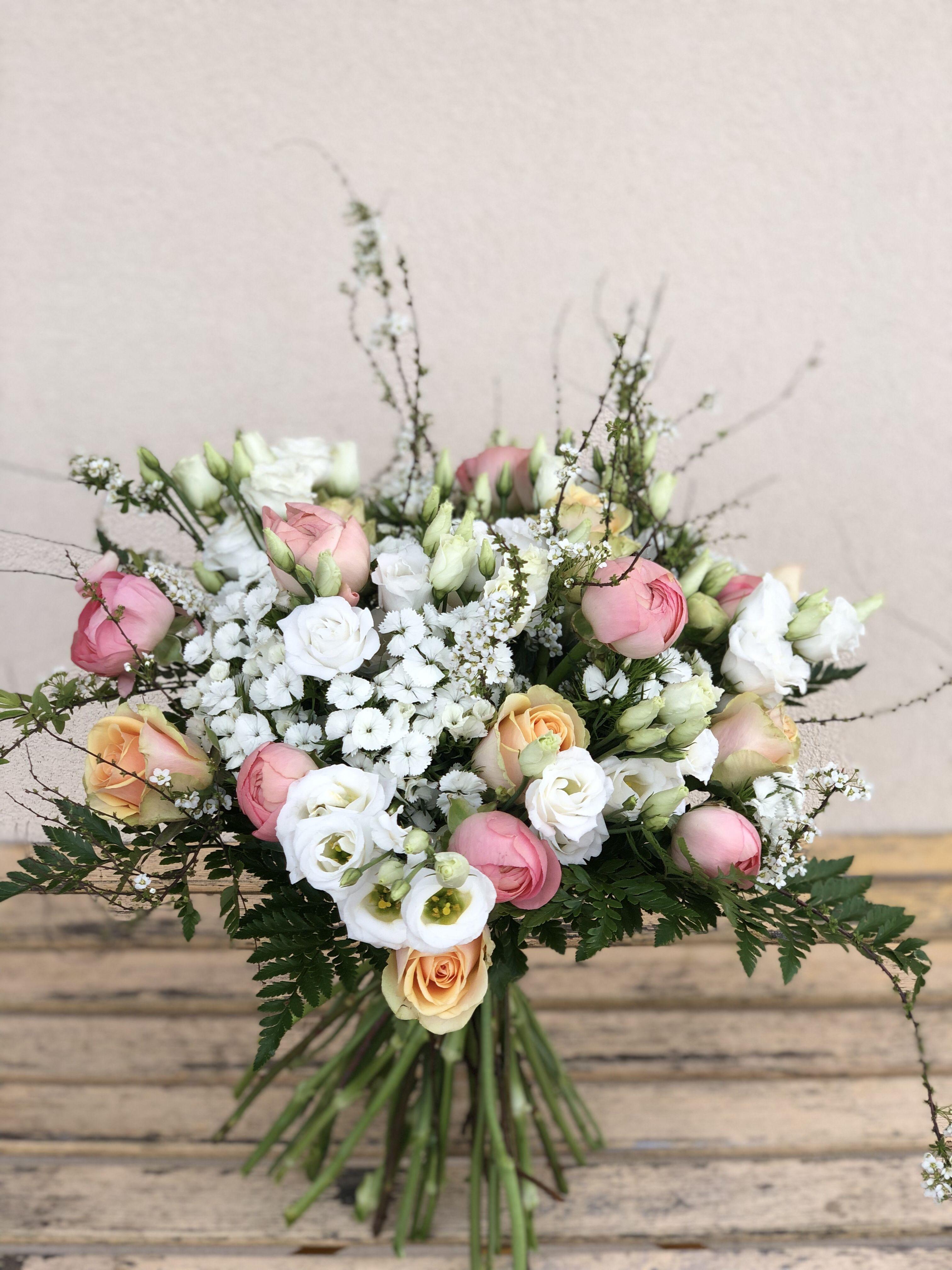 Bouquet Printanier Blanc Et Rose Bouquet Printanier Bouquet
