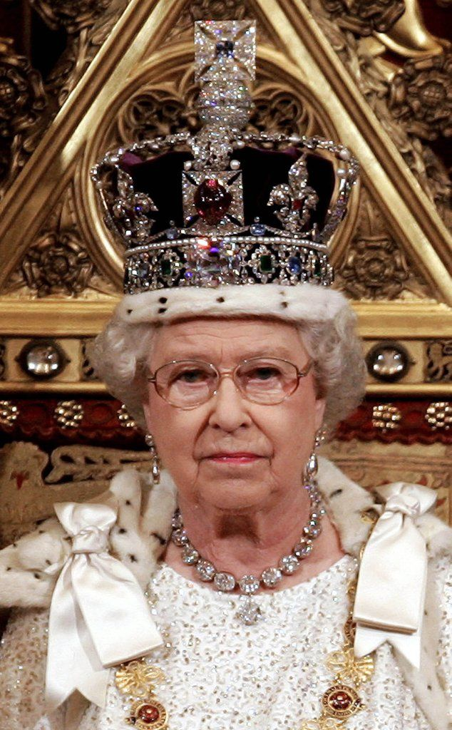 2864576d008 All of the Queen s Most Amazing Necklaces