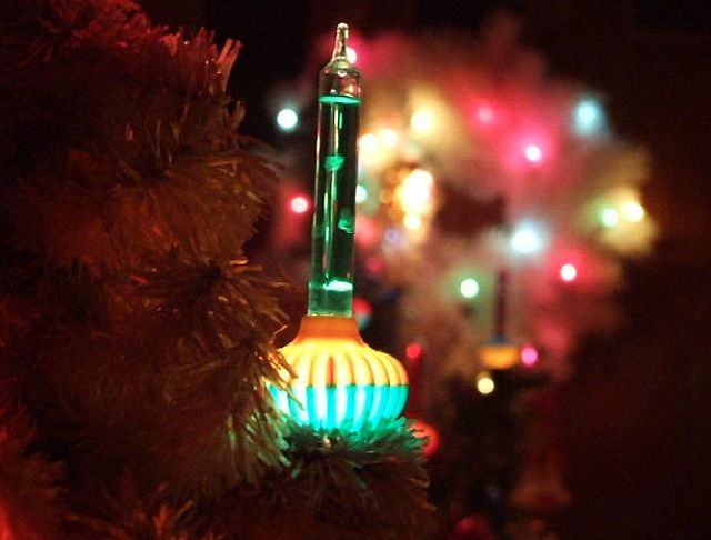 Old fashioned white christmas lights 99
