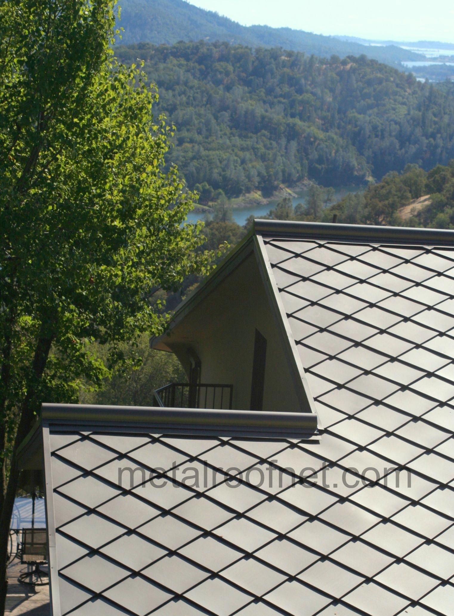 Diamond Roof Shingles Are Distinct And Unusual Get Your Diamonds In Steel Copper Zinc Or Aluminum With Customized Roof Shingles Solar Panels Solar Shingles