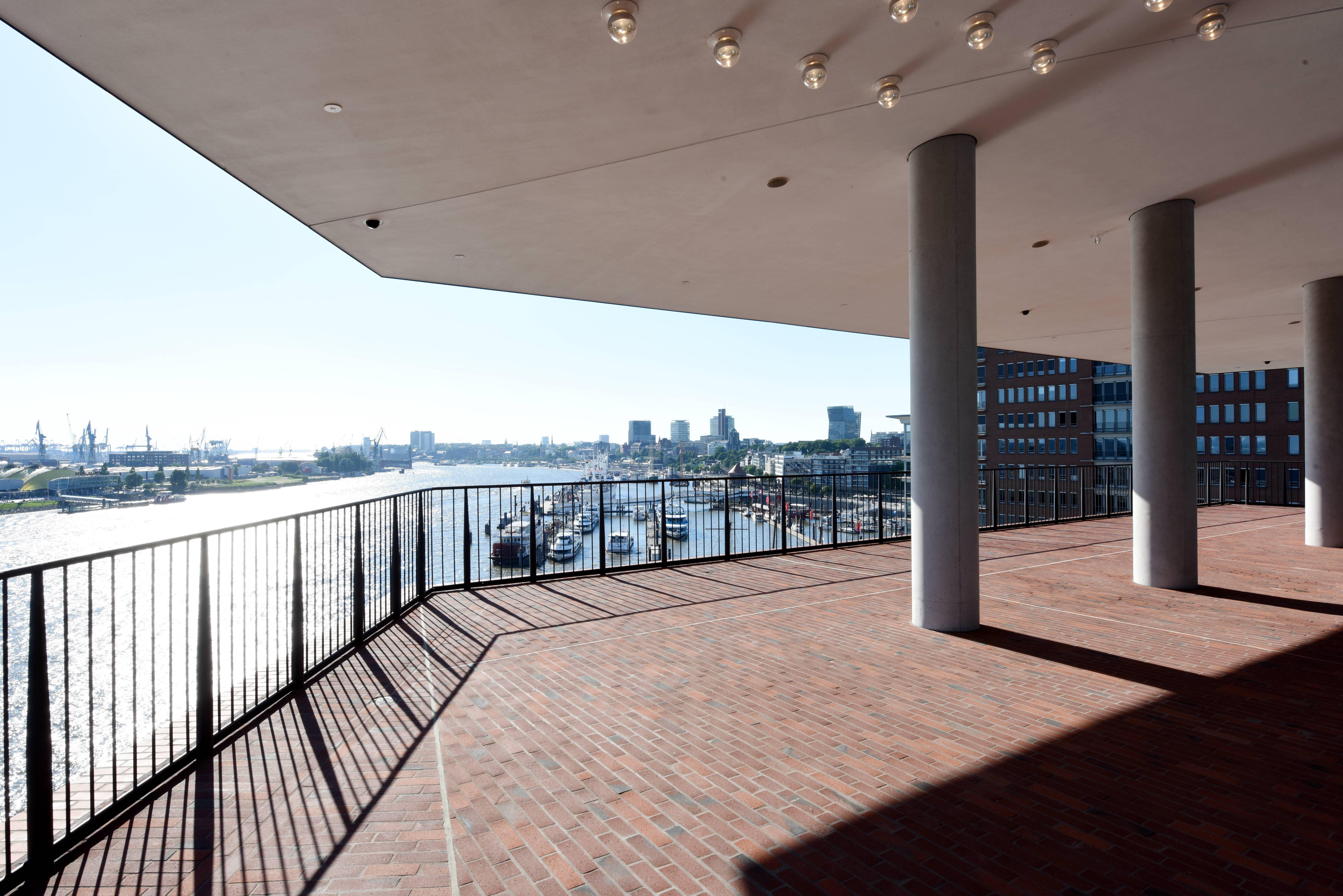 Aussenplaza C Michael Zapf Architektur Moderne Architektur Kleiner Saal