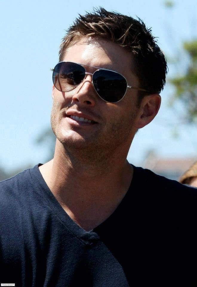 Jensen  Ackles  looking  cool ♡