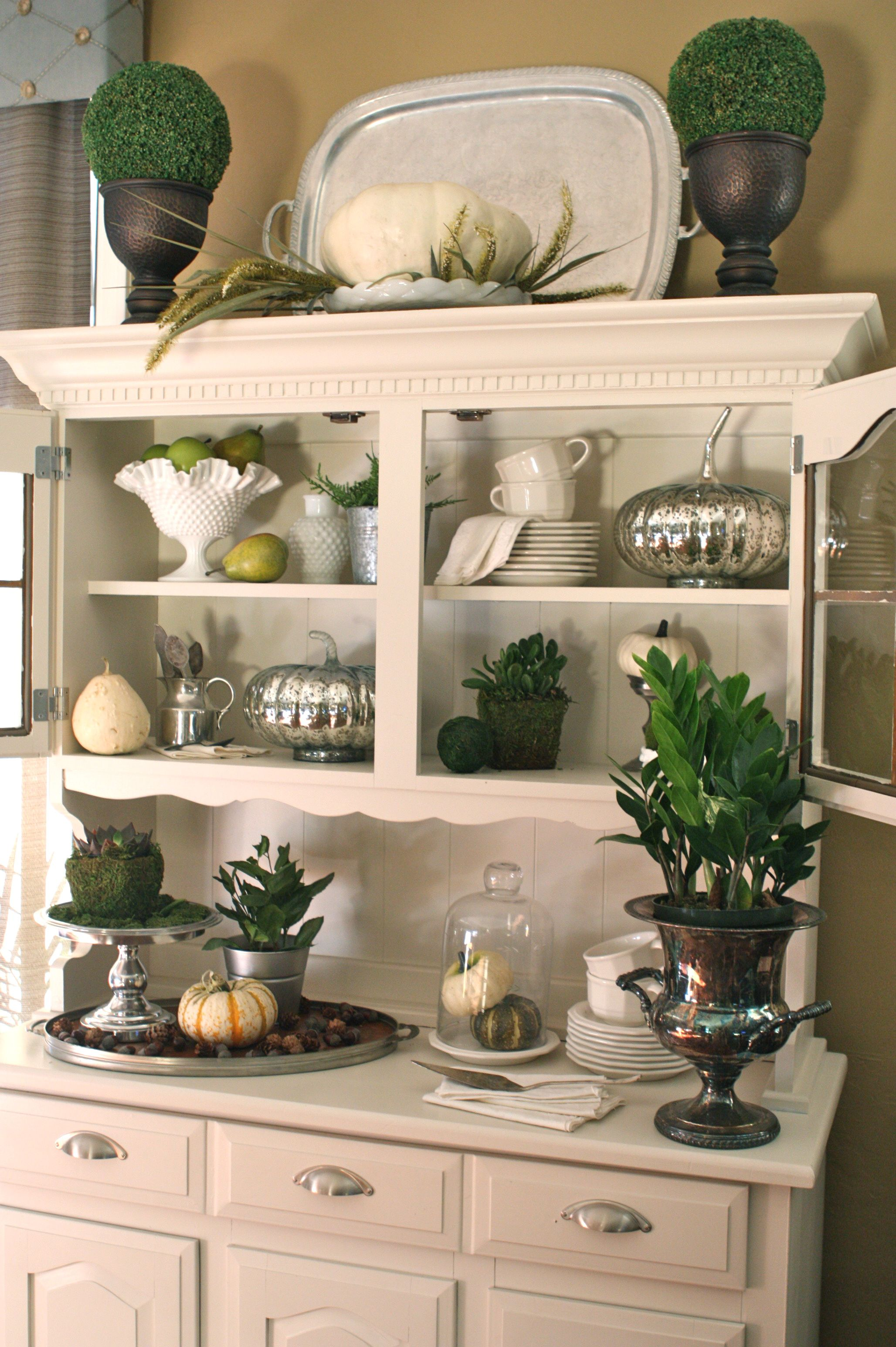4af83604f1de54db252f418065caff23 Ideas For Decorating Above Kitchen Cabinets Italian on wasted space above kitchen cabinets, interior decorating above kitchen cabinets, decorating tips above kitchen cabinets,