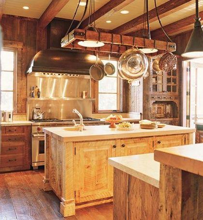 diseo de cocina rustica con campana de estilo rustico  Casa  Rustic kitchen lighting Rustic kitchen y Pot rack hanging