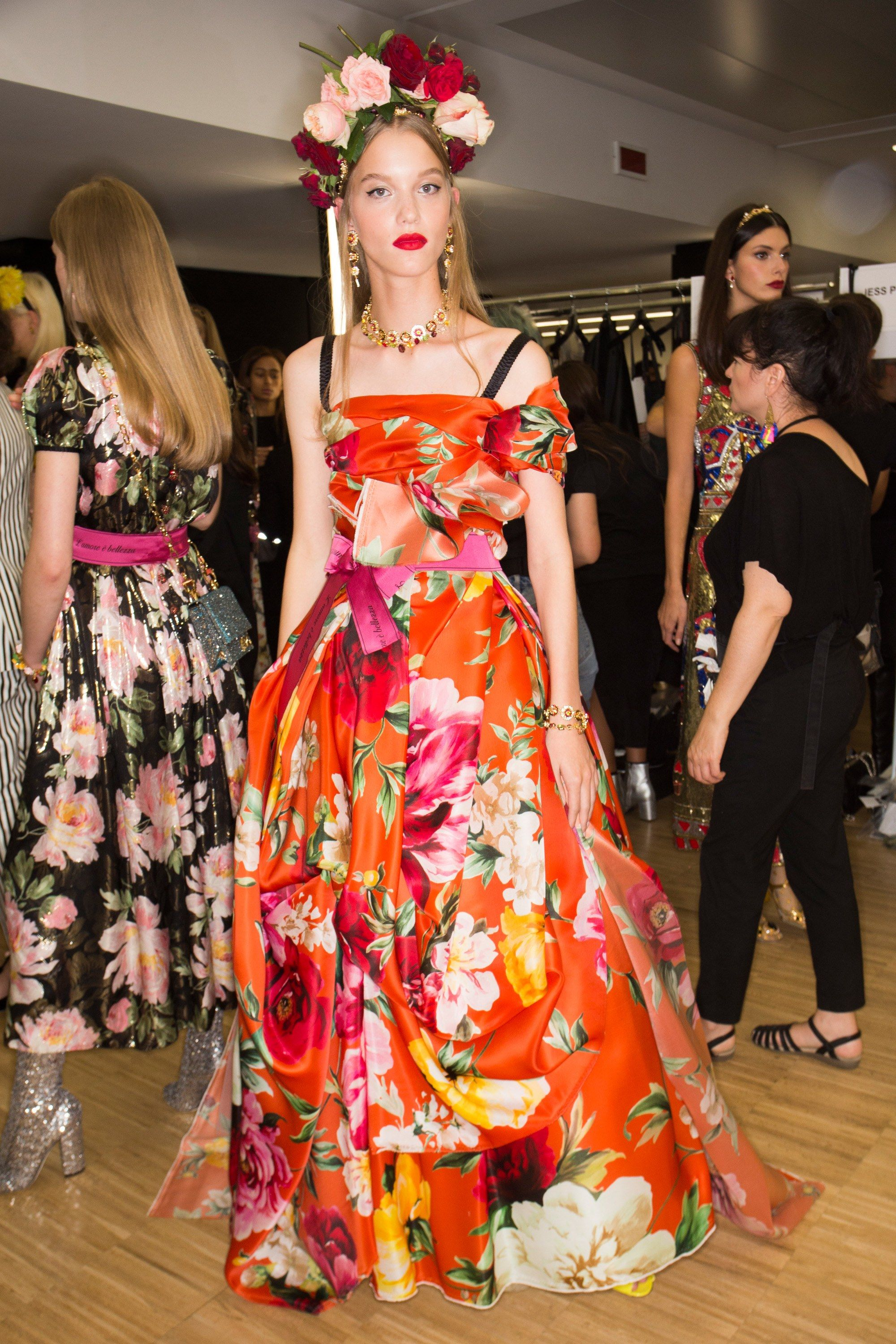 2019 year style- Beauties backstage at haute couture week