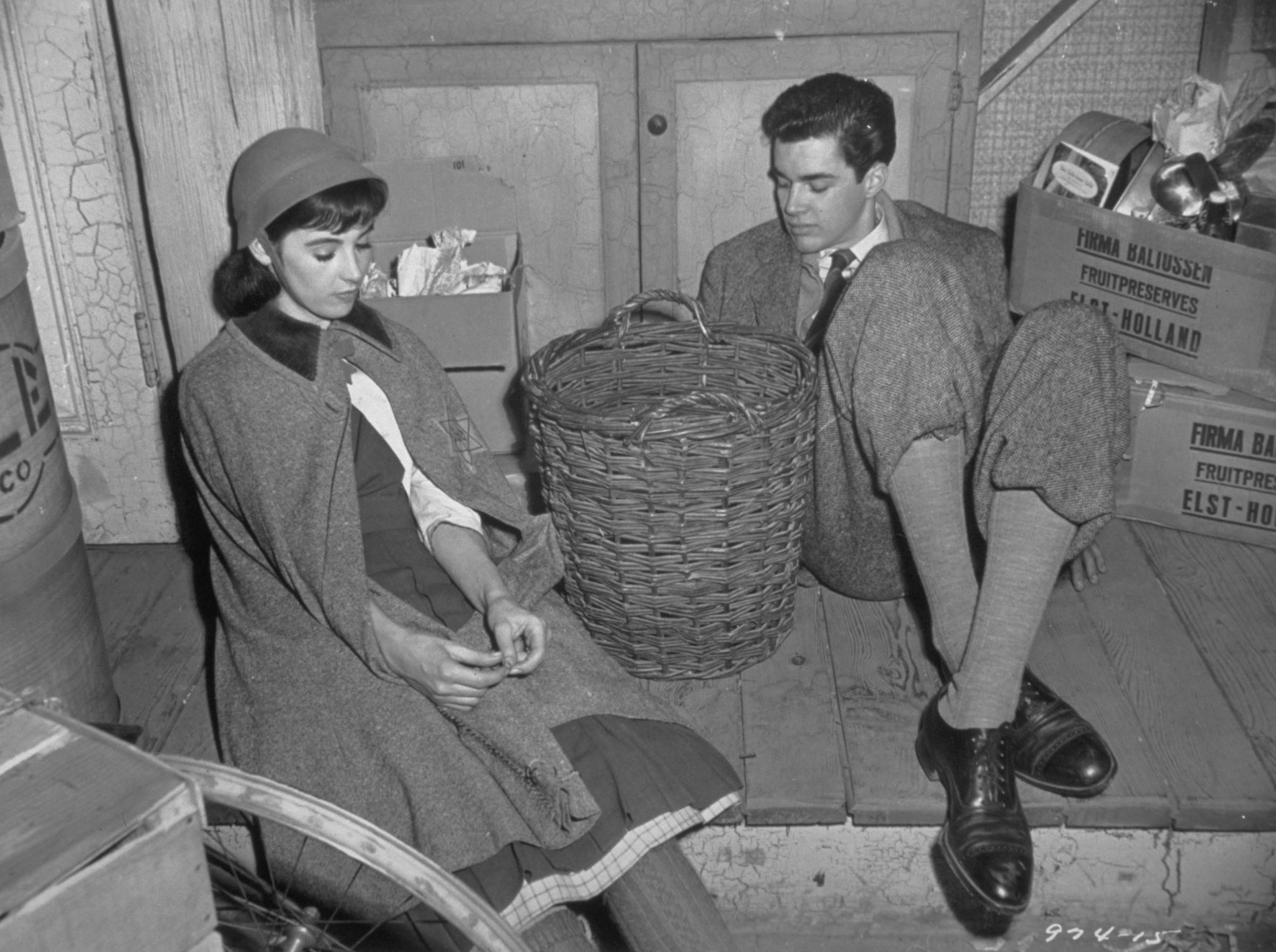 Millie Perkins Anne Frank And Richard Beymer Peter Van Daan In The 1959 Film Version Of The Diary Of Anne Frank Anne Frank Borns