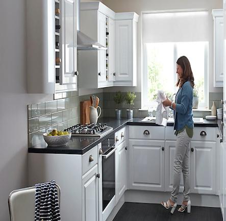 B&Q IT Chilton White Gloss Style Shaker Kitchen. Kitchen-compare.com ...