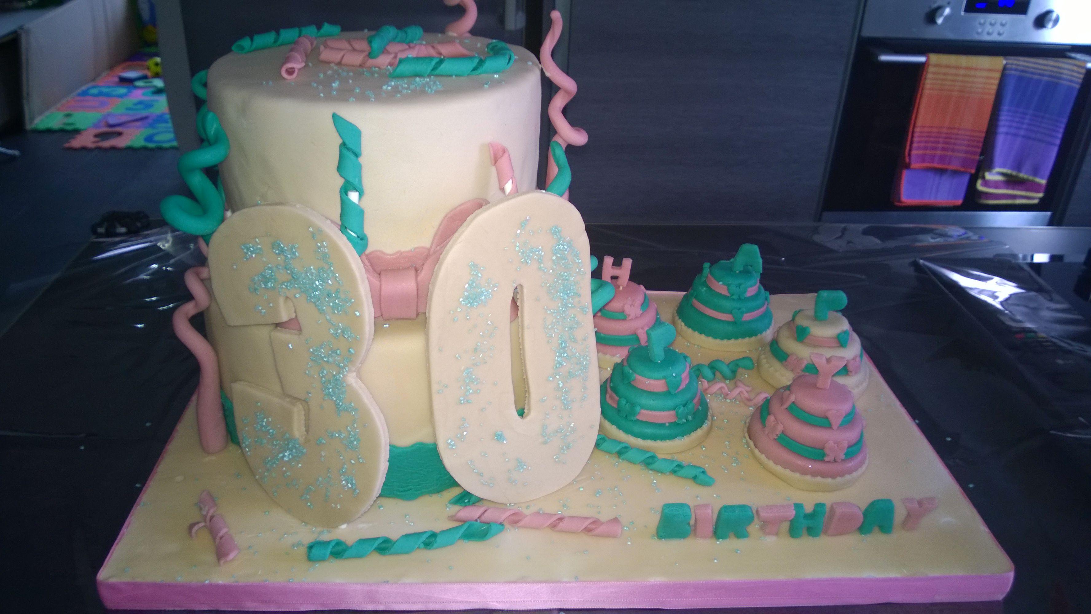 Cake birthday, Tiffany, Pink, avorio, verde, rosa, fiocco, ribbon, coriandoli, ghirigori, torta due piani, mini cakes, cuori, 30, pdz, pasta di zucchero, fondent, mmf