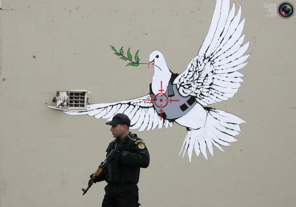 Public Street Art Banksy Pictify Your Social Art Network Street Art Banksy Social Art Street Art