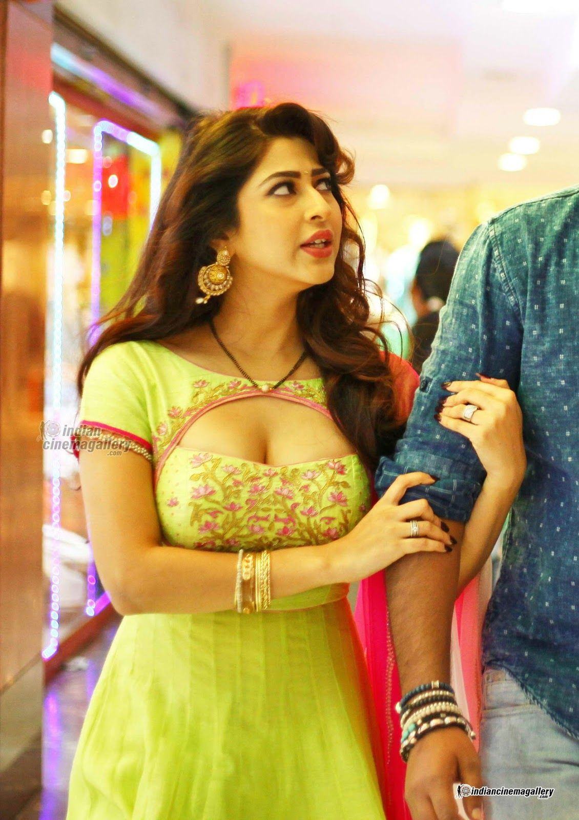 The Hot Tv Actress Sonarika Bhadoriya Hot Look Never Seen Before With Seducing Bikini Collection She Spreading Hotness In Environment With H